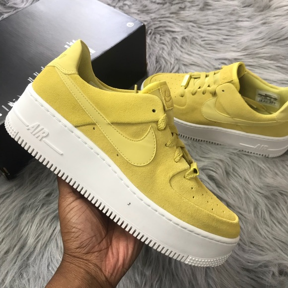 Nike women's Air Force 1 sage low celery white 8 NWT